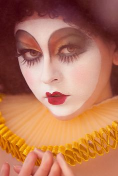 clown makeup Clown Make-up Clown Makeup, Costume Makeup, Arte Punch, Make Up Art, How To Make, Circus Fashion, Pierrot Clown, Female Clown, Fantasy Make Up