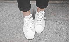 witte suede sneakers schoonmaken