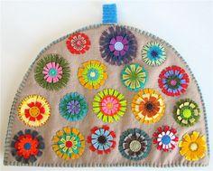 Tea Cozy made from wool felt and felted wool. Sewing Crafts, Sewing Projects, Felt Projects, Tea Cosy Pattern, Fillet Crochet, Mug Cozy, Felt Flowers, Rainbow Flowers, Wool Felt