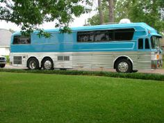 Eagle Coach Bus Conversion for sale by Pinnacle in Louisiana on Motorhome Classifieds Bus Conversion For Sale, School Bus Conversion, Busses For Sale, School Bus Rv, Classic Cars Usa, Motorhome Conversions, Converted Bus, Bus Living, Luxury Rv