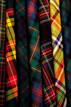 ~ It's a Colorful Life ~ Tartan Life Tartan Mode, Tartan Kilt, Scottish Plaid, Scottish Tartans, Tweed, Motifs Textiles, Tartan Fashion, Tartan Fabric, Classic Style