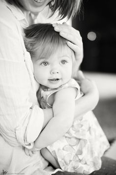 One year old photoshoot Old Photography, Toddler Photography, Family Photography, 1 Year Pictures, First Year Photos, Girl Photos, Family Photos, 1st Birthday Photoshoot, One Year Birthday