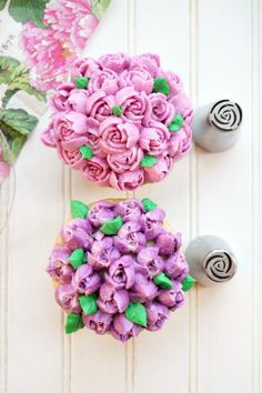 Have you ever wondered what Russian decorating tips are, and how to use them? These special tips are SO easy to use and make the prettiest frosting flowers! Cupcake Flower Bouquets, Fondant Flower Cake, Floral Cupcakes, Fondant Baby, Cake Flowers, Fondant Cakes, Cupcake Cakes, Russian Decorating Tips, Creative Cake Decorating