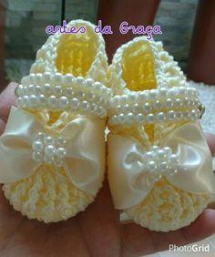44 Ideas crochet slippers for girls ideas Crochet Baby Boots, Crochet Baby Sandals, Booties Crochet, Crochet Girls, Crochet Baby Clothes, Crochet Shoes, Crochet Slippers, Crochet For Kids, Baby Booties