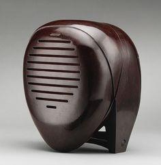 // Isamu Noguchi (American, Radio Nurse radio transmitter, we call it Babyphone, Bakelite. Radios, Art Nouveau, Radio Design, Radio Antigua, Isamu Noguchi, Antique Radio, Metropolitan Museum, Art Deco Fashion, Art History
