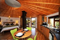 Tree house ♥♥ designers Andy and Simon Payne's most imaginative constructions This luxury safari-style tree house is set in the beautiful Sussex countryside with far re...