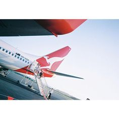 【e___1117】さんのInstagramをピンしています。 《日曜出勤〜雨の予報だから憂鬱〜#写ルンです#filmphotography#Australia#goldcoast#blue#plane#film#vsco#vscocam#フィルム#フィルム写真#写るんです#オーストラリア#ゴールドコースト#カンタス#海#景色》