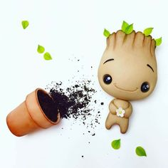 Cute baby groot face crumb avenue by agnes Baby Groot Cake, Biscuit, I Am Groot, Cake Topper Tutorial, Spring Cake, Candy Crafts, Fondant Toppers, Love Hug, Fondant Figures