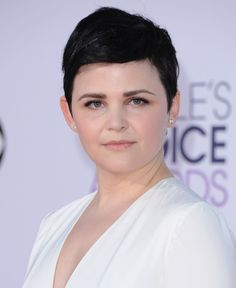 Ginnifer Goodwin looks like an angel. And her brows...POPPIN'