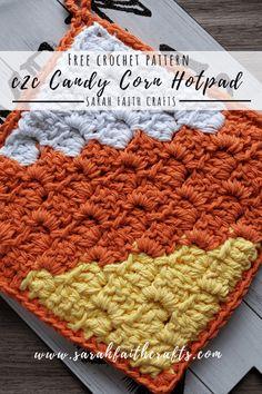 Adorable and practical Halloween candy corn potholder pattern. Adorable and practical Halloween candy corn potholder pattern. Crochet Chain, Crochet Fall, C2c Crochet, Tapestry Crochet, Crochet Crafts, Thanksgiving Crochet, Form Crochet, Crochet Ideas, Crochet Projects