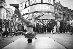 Headspin at Piccadilly Circus, London Black and White Photography Articles, Photography Logos, Artistic Photography, Black And White Portraits, Black And White Photography, Hip Hop Images, London Street Photography, London University, Piccadilly Circus