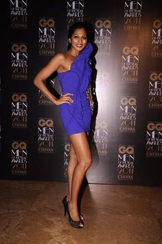 Nina Manuel looks stunning in an electric blue Gaurav Gupta dress at the GQ MEN OF THE YEAR AWARDS 2011