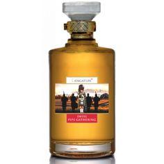 """Produktion Diesen speziellen Single Malt Whisky füllen wir zur Ehren aller Piper und Drummer ab, welche sich unermüdlich für dieses Kulturgut einsetzen. Selbstverständlich ist dieser dezent rauchige Whisky auch für alle Freunde und Freundinnen des """"Wasser des Lebens"""" gedacht. Slàinte mhath! Der Swiss Piper ist gereift in 3 verschiedenen Fässern: Sherry, Chardonnay und Châteauneuf-du-Pape. Das Sherryfass verleiht im die angenehme Süsse, das Chardonnay-Fass die Frische und das Rotweinfass…"""