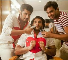 funny pic of clicked arjun kapoor and ranveer singh