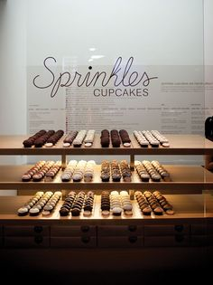 Sprinkles cupcakes - a favorite high calorie indulgence that my hubs brings me back every time. Bakery Cafe, Cafe Restaurant, Restaurant Design, Design Café, Cafe Design, Bakery Interior, Sprinkle Cupcakes, Café Bar, Cupcake Shops