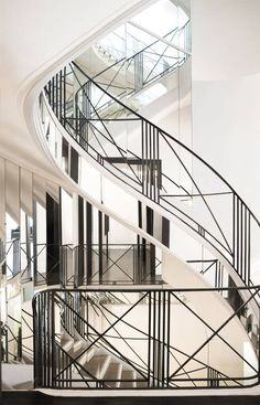 Whatever the space or the size, contemporary staircase design is completely customizeable! So the interior design will still look beautiful with the modern staircase. Interior Staircase, Staircase Railings, Modern Staircase, Staircase Design, Stairways, Railing Design, Railing Ideas, Spiral Staircase, Architecture Details