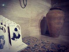 """#showroom #ildiscountdellapiastrella #milano #pantigliate #piastrelle #pietre #serenissimacir #itravertini #pietre #shine #mosaiciinpietra #stone…"""