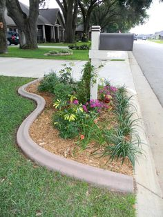 Best Front Yard and Backyard Landscaping Ideas for Your Home ⋆ Home & Garden Design Sidewalk Landscaping, Landscaping Around Trees, Small Front Yard Landscaping, Mailbox Landscaping, Outdoor Landscaping, Outdoor Gardens, Landscaping Ideas, Hillside Landscaping, Landscaping Software