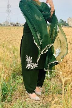 Embroidery Suits Punjabi, Embroidery Suits Design, Flower Embroidery Designs, Machine Embroidery Designs, Folk Embroidery, Embroidery Ideas, Ladies Suit Design, Clothing Photography, Photography Outfits