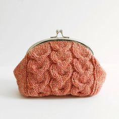Ravelry: Macaroon Knitted Purse pattern by Kyoko Nakayoshi Coin Purse Pattern, Purse Patterns, Frame Purse, Knitted Bags, Knit Bag, Crochet Handbags, Knitting Accessories, Baby Knitting Patterns, Purses And Bags