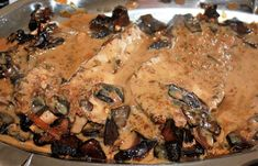 Roast veal with mushrooms in casserole Classic French Dishes, Main Meals, Entrees, Casserole, Stuffed Mushrooms, Pork, Chicken, Cooking, Comme