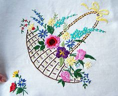 VINTAGE HAND EMBROIDERED IRISH LINEN TABLE CLOTH BASKETS OF FLOWERS DESIGN