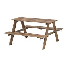IKEA - RESÖ, Picknicktisch für Kinder, Zur Erhöhung der Haltbarkeit und damit die natürliche Holzstruktur sichtbar bleibt, wurde das Möbelstück mit einer Schicht halbtransparenter Holzlasur vorbehandelt.