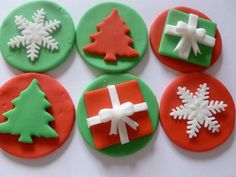 Edible Fondant Christmas Cupcake Toppers 2 of each design – red/green presents -red/green trees -red/green snowflakles Essbare handgemachte Fondant Weihnachten Cupcake von TheCakeTopCompany, £ Christmas Cupcake Toppers, Christmas Cake Designs, Christmas Cupcakes Decoration, Christmas Topper, Holiday Cupcakes, Christmas Sweets, Christmas Cooking, Christmas Goodies, Green Christmas