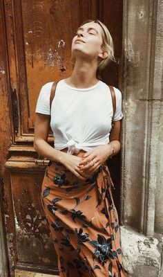 knot plain tee. floral skirt. summer street style.