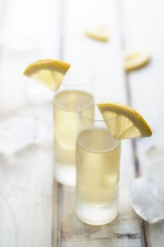 5 Cocktails Made with Limoncello: The Ultimate Summer Liqueur Traditional Homemade Limoncello Lemonchello Drinks, Cocktail Drinks, Healthy Drinks, Cocktail Recipes, Beverages, Drink Recipes, Drinks Alcohol, Citrus Recipes, Cocktail Ideas