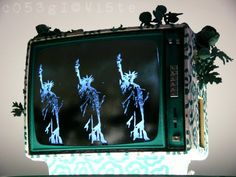GREEN FREEDOM VIDEO SET2 - 1986 (mixed technique on television, electric energy, light) - https://twitter.com/ragnoxxx #artcontemporain #art #contemporaryart #visualart #painting #artgallery #artecontemporanea #artgallery #artcollectors #cosegiaviste #artexhibition #samtidskunst #現代美術 #当代艺术