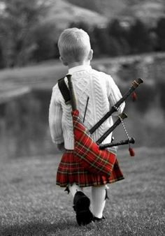 Splashed Red Tartan Kilt and Bagpipes, Little Scottish boy ! We Are The World, People Of The World, Precious Children, Beautiful Children, Happy Children, Men In Kilts, Boy Costumes, Halloween Costumes, Boy Photos