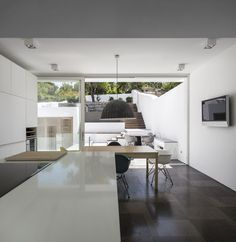 Casa 103 in Ferragudo, Portugal by ultramarino | marlene uldschmidt architects