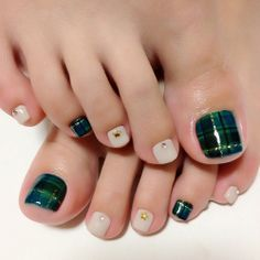 Down here I am putting forward a collection of 10 winter toe nails art designs & ideas of Toenail Art Designs, Pedicure Designs, Toe Nail Designs, Pretty Pedicures, Pretty Nails, Holiday Nails, Christmas Nails, American Nails, Feet Nails