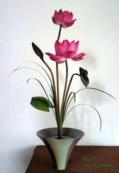 Ikebana with lotus in Hoi an III