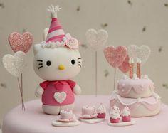 Martina ha cumplido 3 añitos, y sus papás querían un pastel de Hello Kitty. Les había gustado un modelo que habían visto en el bl...