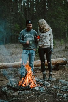 RV And Camping. Great Ideas To Think About Before Your Camping Trip. For many, camping provides a relaxing way to reconnect with the natural world. If camping is something that you want to do, then you need to have some idea Camping Hacks, Camping Life, Family Camping, Camping Ideas, Outdoor Camping, Camping Uk, Camping Signs, Camping Trailers, Camping Checklist