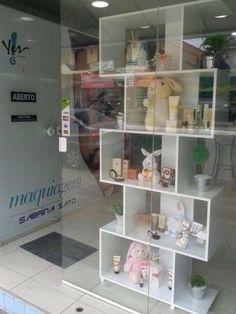 Kids Store Display, Retail Display Shelves, Makeup Studio Decor, Beauty Salon Decor, Bridal Shop Interior, Gift Shop Displays, Nail Salon Design, Clothing Store Design, Bakery Display