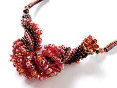 キラキラ巻貝型モチーフのビーズネックレス  #カザリ咲色 #ビーズ #ビーズフラワー #ビジュー #ハンドメイド #コサージュ #手作り #手芸 #アクセサリー #コスチュームジュエリー #bead #beads #bijou #beading #beadedflower #beadswork #beadwork #beadsph #bijoux #beaded #biser #necklace #handmade