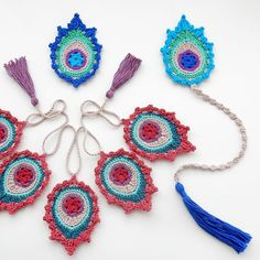 "Ravelry: Peacock Feather Motif, Bookmark, Garland ""India"" pattern by Christa Veenstra Crochet Feather, Crochet Motif, Free Crochet, Crochet Patterns, Peacock Colors, Peacock Pattern, Crochet Bookmarks, Crochet Books, India Pattern"
