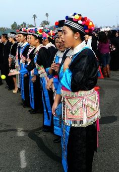 Traditional Hmong Clothing Traditional Fashion, Traditional Dresses, Hmong Clothing, Hmong People, Grad Hat, Asian Fashion, New Outfits, Laos, Drama