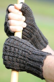 Crochet Patterns Gloves Balls to the Walls Knits: Sailor& Rib Fingerless Gloves Fingerless Gloves Knitted, Knit Mittens, Knitted Hats, Crochet Gloves Pattern, Mittens Pattern, Wrist Warmers, Hand Warmers, Loom Knitting Projects, Knitting Patterns