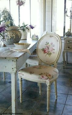 ♥country farmhouse table paired with French chair w/gorgeous floral fabric.