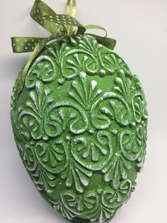Egg Crafts, Easter Crafts, Easter Projects, Mix Media, Easter Eggs, Decoupage, Crafty, Christmas Ornaments, Holiday Decor