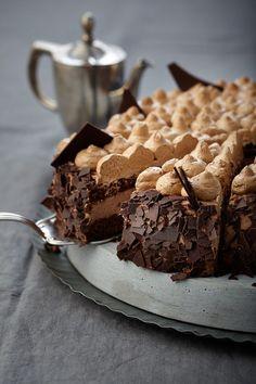 Eine schokoladige Sahne-Torte für festliche Anlässe