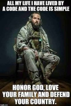 Special Forces soldier with full tactical kit complete with war beard and tomahawk Military Quotes, Military Humor, Military Life, Military Force, Military Signs, Army Humor, Military Shirt, Tactical Beard, Samurai