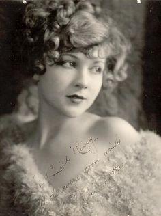 Joyce Compton 1925