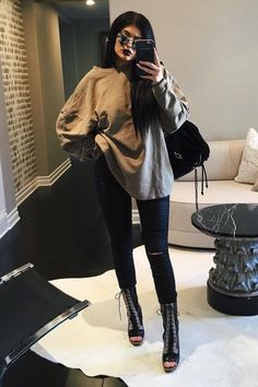 to Style Yeezy Season 1 Kylie JennerKylie Jenner Kendall Jenner Bikini, Kendall Jenner Outfits, Kylie Jenner Blog, Moda Kylie Jenner, Kyle Jenner, Kylie Jenner Sunglasses, Estilo Jenner, How To Wear Hoodies, Angeles