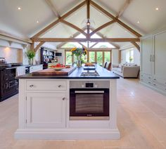 Lots of light coming in from the end Open Plan Kitchen Living Room, Barn Kitchen, Kitchen Family Rooms, Kitchen Ideas, Kitchen Dining, Oak Framed Extensions, Kitchen Extensions, Barn Conversion Interiors, Covered Patio Design