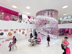 "The now closed ""Barbie Shanghai Store"" / Slade Architecture - Barbie Staircase"